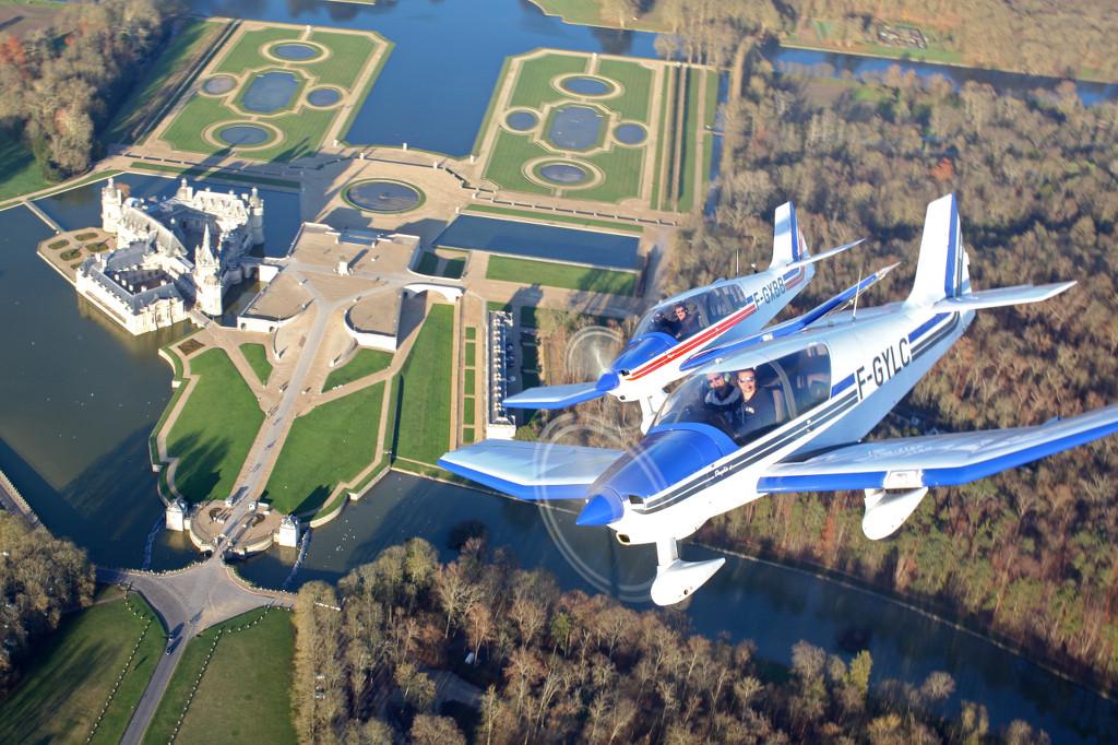 2 Avions du Club au-dessus du Château de Chantilly (c) Jean-Marie Urlacher-Info Pilote-